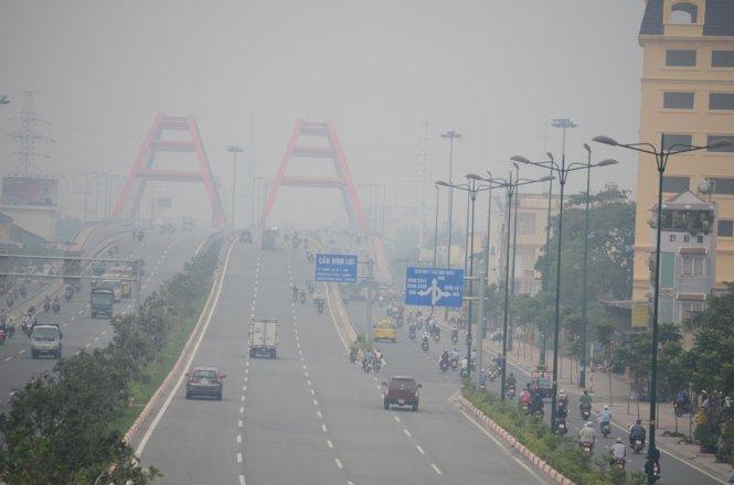 Trong những ngày gần đây tại TP Hồ Chí Minh luôn xuất hiện những đợt sương mù dày đặc, các chuyên gia cảnh báo người dân thành phố đang đối diện với ô nhiễm không khí